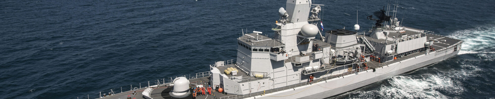 Noordzee, aan boord van Zr.Ms.Karel Doorman, 25 mei 2017. RAS / BOZ  (Olieladen en zware lasten) met Zr Ms Van Speijk en Zr Ms De Ruyter.